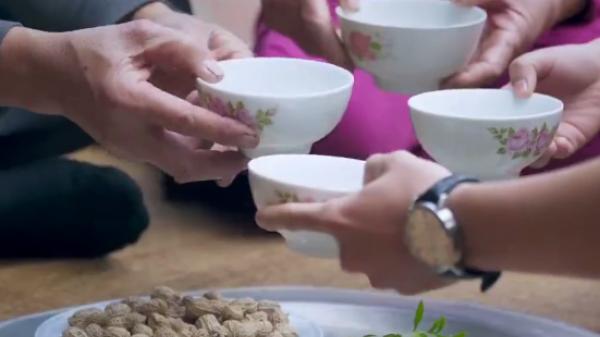 Về Hà Nam thưởng thức hương vị đậm đà của rượu Bèo... đặc sản ngon quên sầu!
