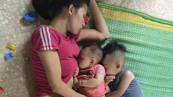 Hà Nam: Phía sau bức ảnh mẹ ngủ quên khi cho con nhỏ bú, con lớn rúc vào lưng em là câu chuyện lay động bao trái tim phụ nữ
