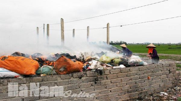 Đốt rác thải tràn lan gây ô nhiễm môi trường