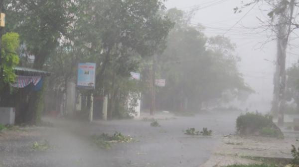 NÓNG: Bão giật cấp 10 di chuyển nhanh, mưa to khắp nơi