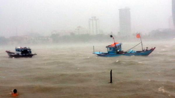 Kêu gọi hơn 40.000 phương tiện di chuyển phòng tránh áp thấp nhiệt đới trên biển Đông
