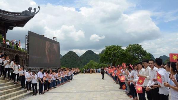 Hà Nam: Đón nhận báu vật của Sirilanka tại chùa Tam Chúc