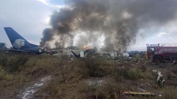 NÓNG: Máy bay chở 101 người rơi tại Mexico