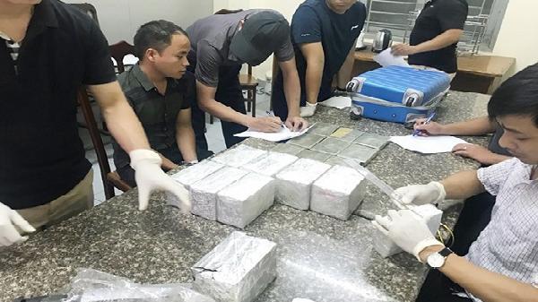 NÓNG: Bắt giữ 2 đối tượng Điện Biên với 40 bánh heroin trong va li xách tay