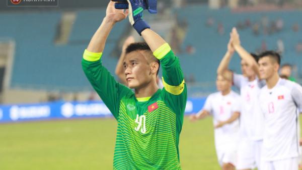 """Hành động """"cực đẹp"""" của đội trưởng Bùi Tiến Dũng-Thủ môn U23 hôm qua khiến người hâm mộ nức lòng"""