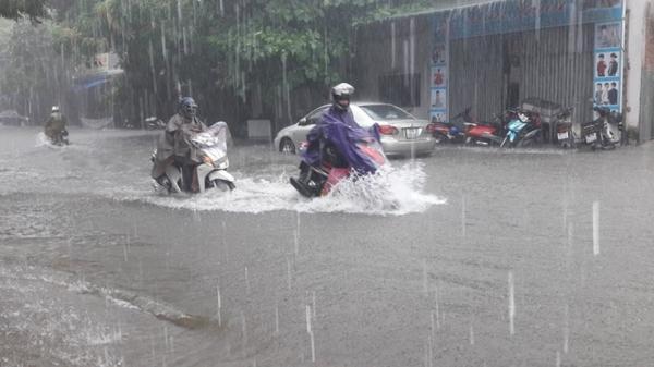 THỜI TIẾT 10/8: Vùng áp thấp trên biển Đông đã mạnh lên thành áp thấp nhiệt đới, cả nước mưa dông