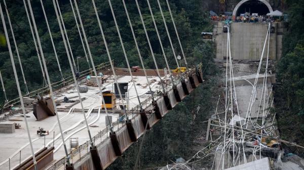 Khung cảnh như ngày tận thế sau vụ sập đường cao tốc ở Italy