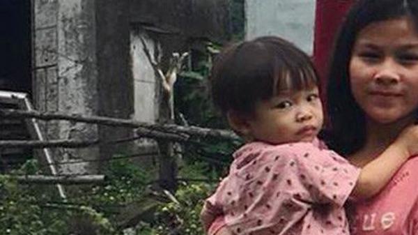 Người mẹ trẻ đau đớn, lang thang khắp nơi tìm con gái hai tuổi rưỡi mất tích bí ẩn