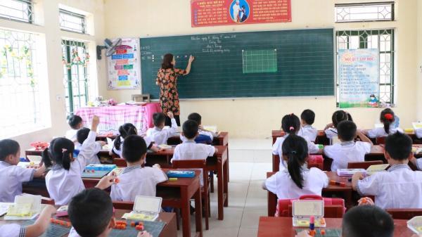 Phụ huynh có con từng đọc chữ bằng ô vuông ở Hà Nam: 'Con học Tiếng Việt tốt hơn thời chúng tôi'