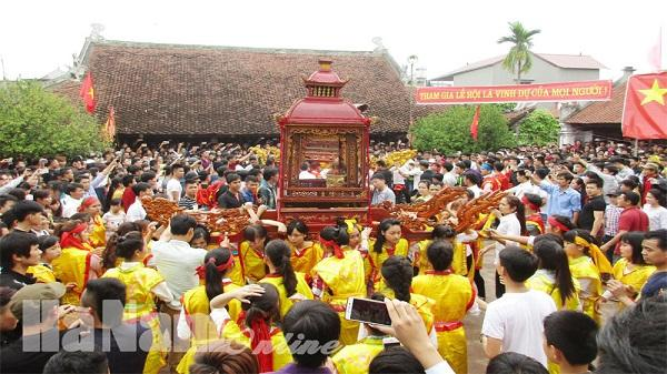 Về lễ hội kỳ phúc làng An Hòa xem kiệu quay