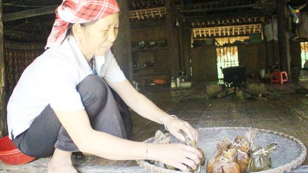 Lào Cai: Ngon lạ hương vị bánh chuối của người Tày