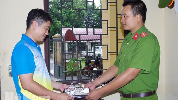 Hà Nam: Công an trao trả tài sản cho người bị mất