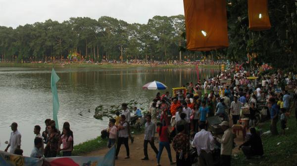 TIN VUI: Lễ hội Lễ hội Ok Om Bok ở Trà Vinh năm nay tổ chức với quy mô lớn nhất kể từ 2014 đến nay
