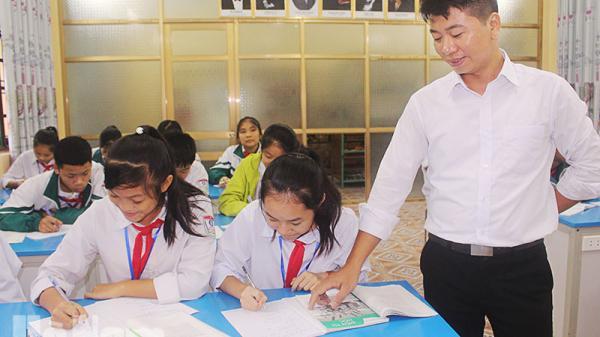 Hà Nam : Tấm gương sáng 1 giáo viên dạy giỏi được bao thế hệ học sinh quý mến