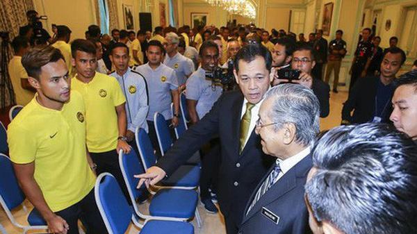 Thủ tướng Malaysia hạ lệnh: Tôi muốn thắng Việt Nam cả 2 trận lượt đi và lượt về!