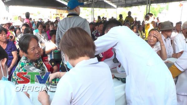 Sóc Trăng: 1.000 bà con nghèo tại xã Lâm Tân (Thạnh Trị)được khám bệnh, tặng quà