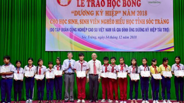 """Trao học bổng """"Dương Kỳ Hiệp"""" cho 280 học sinh, sinh viên nghèo hiếu học tại Sóc Trăng"""