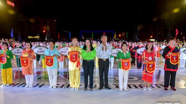 Rực rỡ sắc màu đêm khai mạc Giải cúp các câu lạc bộ và Gala thể dục dưỡng sinh toàn quốc tại Sóc Trăng