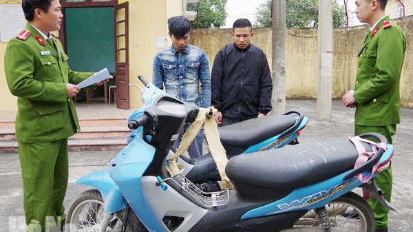 Hà Nam: Bắt 2 thanh niên t.rộm xe máy