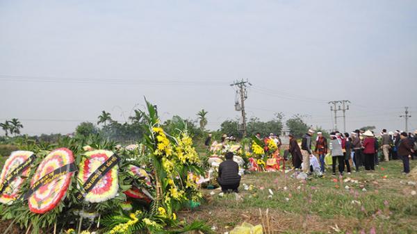 Vụ tai nạn 8 cán bộ xã t.ử vong: Xót xa cảnh 5 nấm mộ cạnh nhau trong bán kính 100 mét