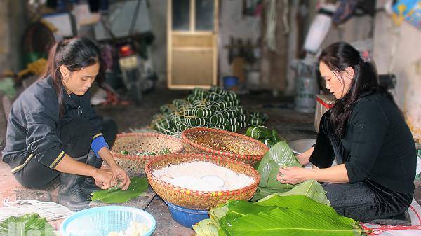 Hà Nam: Thăm làng bánh chưng nổi tiếng, có ngày làm hơn 1000 chiếc, thu nhập hàng trăm triệu đồng