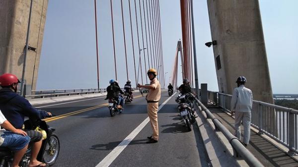 Miền Tây: Người đàn ông để lại xe máy nhảy cầu chiều 30 Tết