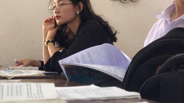 Cô giáo Lịch Sử bị học sinh chụp lén, đăng ảnh lên mạng vì xinh đẹp