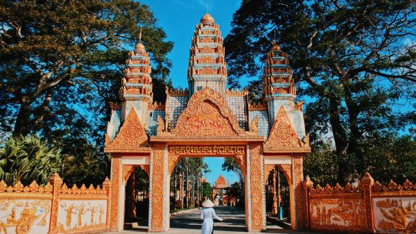 Chẳng cần phải lặn lội sang Thái Lan, ngay gần Cà Mau cũng có tận 3 ngôi chùa lên hình siêu đẹp khiến ai nhìn cũng mê