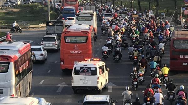 Người dân Trà Vinh và các tỉnh miền Tây đổ về thành phố sau kỳ nghỉ Lễ Giỗ Tổ Hùng Vương
