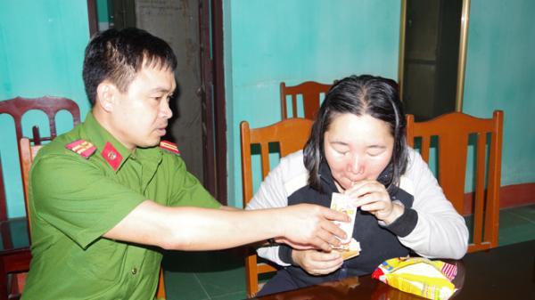 Hà Nam: Công an giúp đỡ người phụ nữ bị lạc có biểu hiện tâ.m thần về với gia đình
