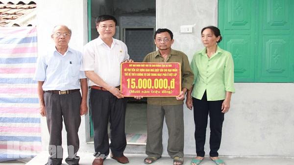 Bàn giao nhà tình nghĩa cho nạn nhân chất độc da cam ở Trịnh Xá
