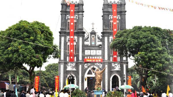Tạm xa cuộc sống xô bồ, ghé thăm nhà thờ cổ 115 năm tuổi yên bình ở Lý Nhân, Hà Nam