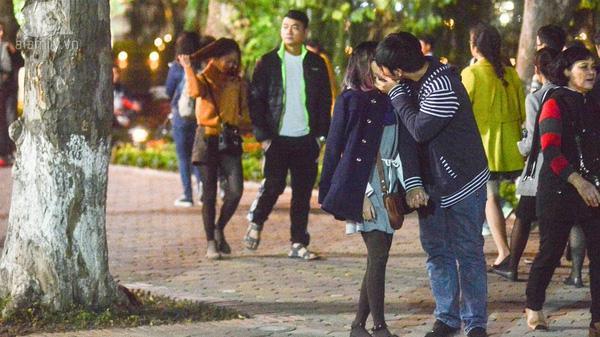 Hôn trai lạ, nữ sinh viên đại học ở Hà Nội bị mụn rộp quanh miệng