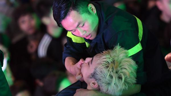 Hà Nội: Phố đi bộ 'thất thủ', thanh niên, phụ nữ ngất xỉu hàng loạt