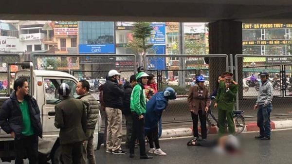 Hà Nội: Nam thanh niên rơi từ trên cầu xuống mặt đường nằm bất tỉnh trong thời tiết giá rét