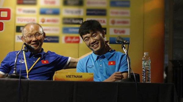 """Xuân Trường """"kể tội"""" HLV Park Hang Seo nhiều lần đột nhập lấy quà vặt của cầu thủ U23 Việt Nam"""