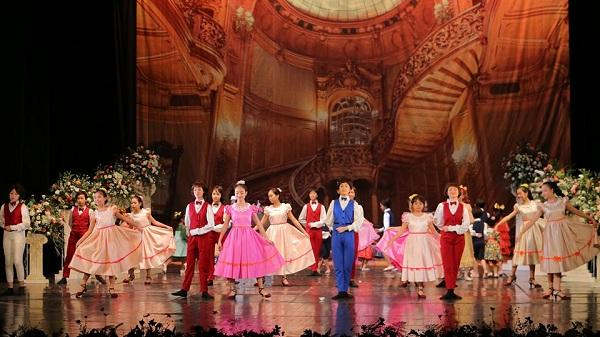 """Khán giả thủ đô """"mãn nhãn"""" với vở ballet kinh điển """"Kẹp hạt dẻ"""" phiên bản Việt lần đầu ra mắt"""