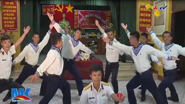 Cô Gái Hà Thành khiến dân tình ngưỡng mộ khi nhận được màn cầu hôn đầy lãng mạn của chàng lính đảo Trường Sa