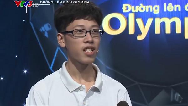 Nam sinh Hà Nội bật khóc vì để mất quyền vào chung kết năm trong gang tấc