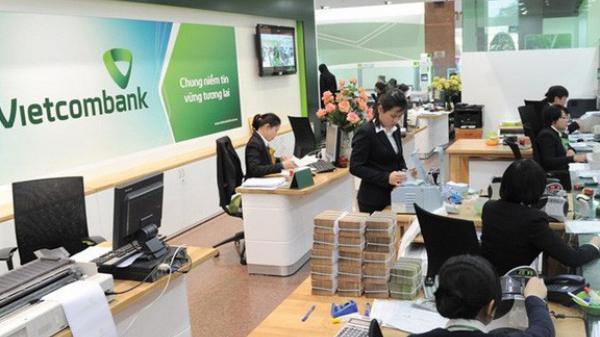 Không chỉ tăng phí dịch vụ SMS Banking lên 11.000 đồng, Vietcombank còn thu phí chuyển tiền cùng hệ thống qua Mobile Banking