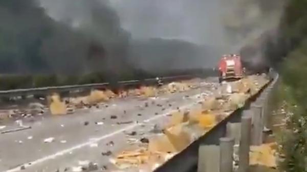 Xe chở lô iPhone bất ngờ phát nổ, nhiều thương lái Việt trắng tay?