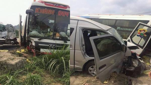 Hai xe khách va chạm mạnh trên đường, nhiều người hoảng loạn