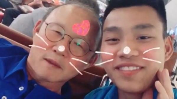 Nhờ học trò dạy tiếng Việt, thầy Park học theo lém lỉnh khiến dân mạng cười bò