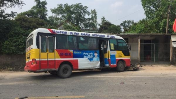 KINH HOÀNG: Xe buýt đối đầu 2 xe máy, 5 người thương vong