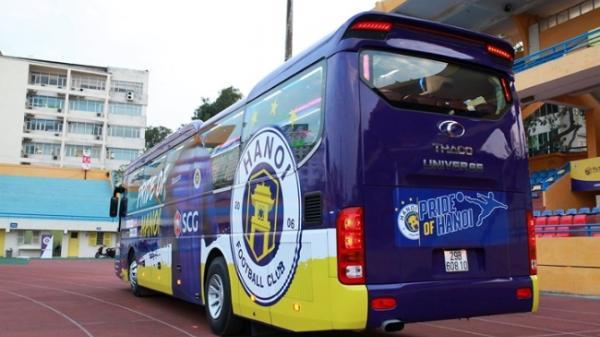 Xe bus tiền tỉ của Hà Nội FC vừa sử dụng đã gặp sự cố