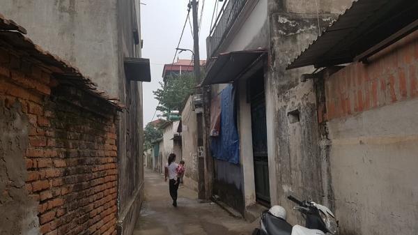 Hà Nội: Gia cảnh khốn khó làm phụ hồ và quét rác của người phụ nữ nghi sát hại con trai 19 tuổi