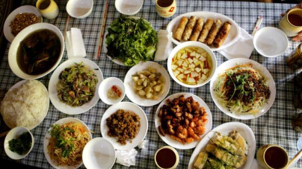Cỗ làng Bát Tràng, Hà Nội: Ăn một miếng, nhớ cả đời