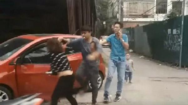 Chồng giật tóc, đánh vợ dã man trên phố: Diễn biến nóng
