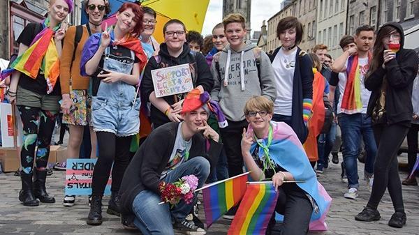 Lần đầu tiên có một quốc gia trên thế giới chính thức đưa LGBT vào chương trình giảng dạy