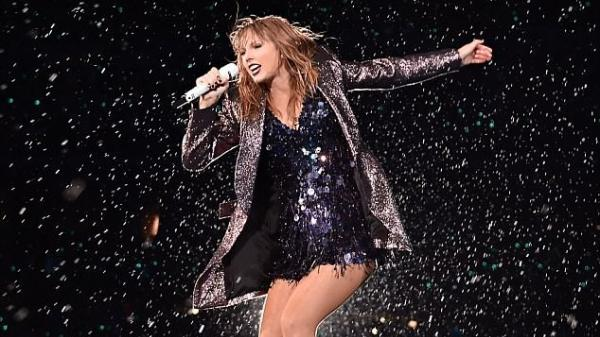 """Taylor Swift gây xúc động với bài phát biểu gửi đến cộng đồng LGBT: """"Các bạn thật dũng cảm"""""""
